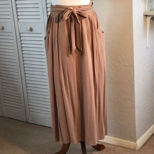 Camel-color midi skirt with tie